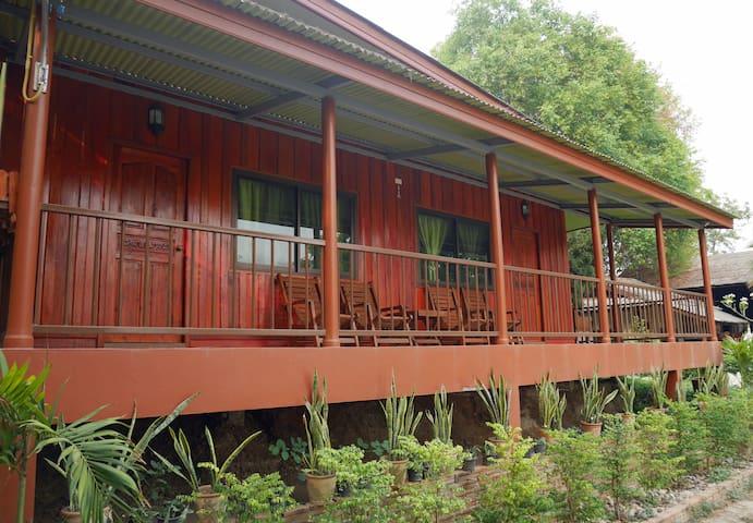 Peaceful Teak Cabin - Doi Inthanon - Tambon Khuang Pao - Hytte