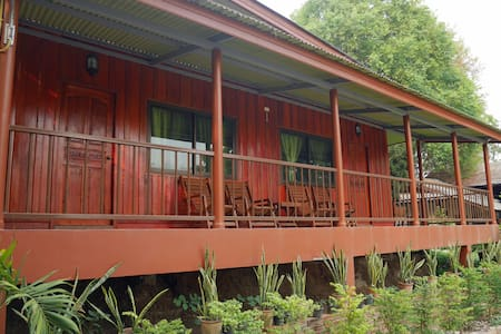 Peaceful Teak Cabin - Doi Inthanon - Tambon Khuang Pao