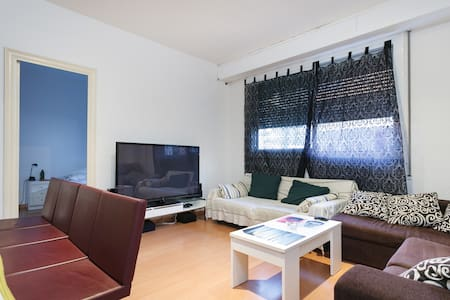 Centric room in nice apt. in BCN - Appartement