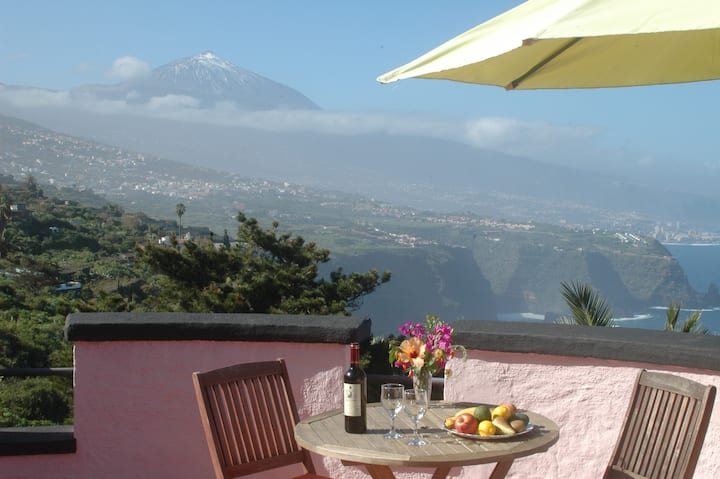 """Romantic Tower Studio 1 great views """"We are open"""""""