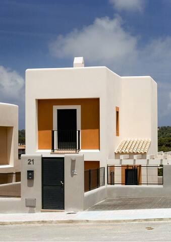Casa en Ibiza a 300 m. de playa - Sant Josep de sa Talaia - Hus