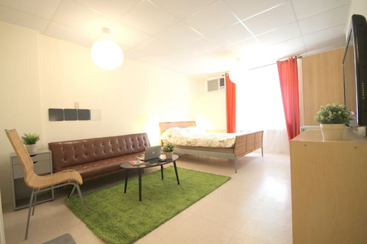 NR Air House 艾爾好室 捷運5分鐘、生活機能超便利、咖啡美食夜市、電梯小套房、2~4人 - Songshan District - Apartamento