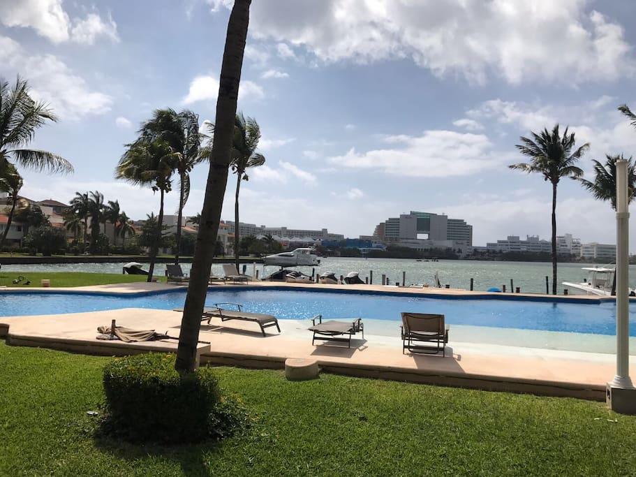 View to the Nichupte Lagoon, ando plaza la isla