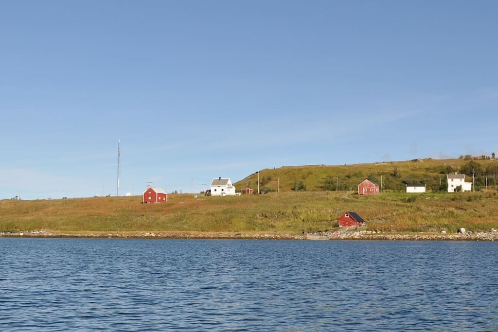 Out on the tip of Djupvik, towards Spåkenes