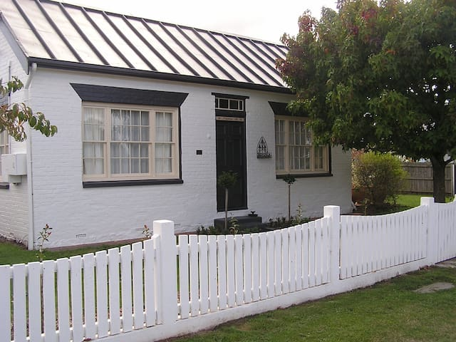 Primrose Hill Cottage Accommodation - Longford - Casa