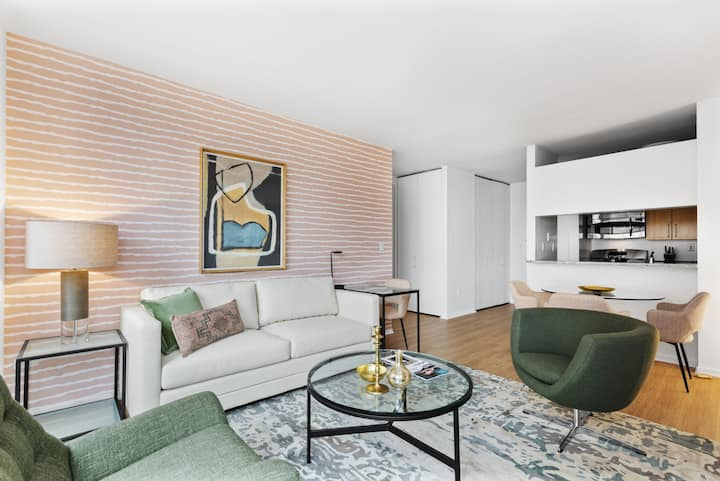 Contemporary One Bedroom, Walking Distance to High Line