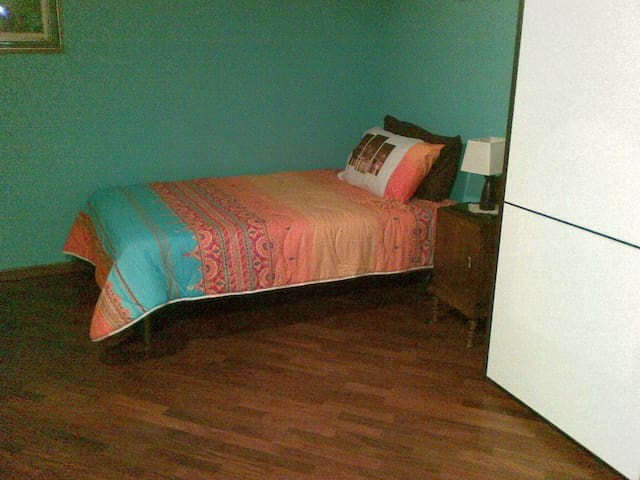 camera letto francese in villetta zona tranquilla - Zeccone - Casa