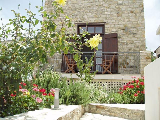 Aunt Maria's , Garden Apartment - Pano Lefkara - Apartamento
