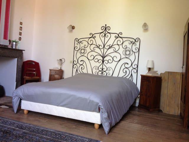 Chambre double en rez de jardin  - Rieux-Volvestre - House