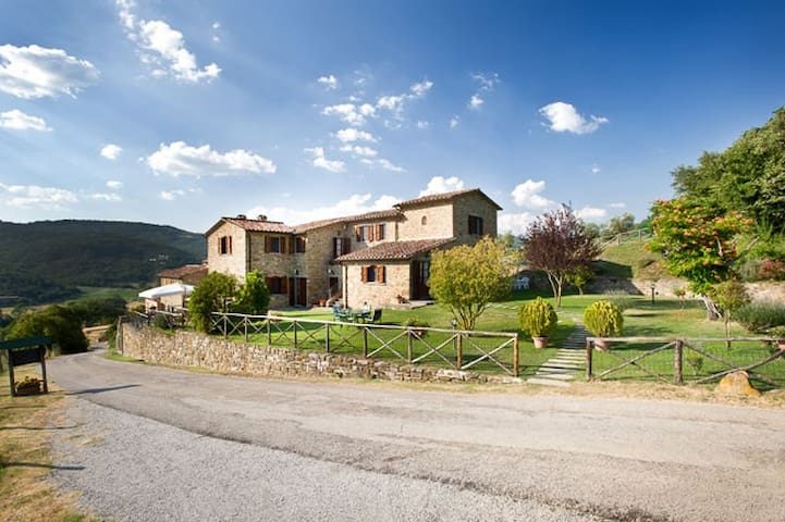 Farmhouse with pool, garden, WiFi - Lisciano Niccone - Flat