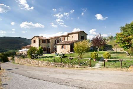 Farmhouse with pool, garden, WiFi - Lisciano Niccone