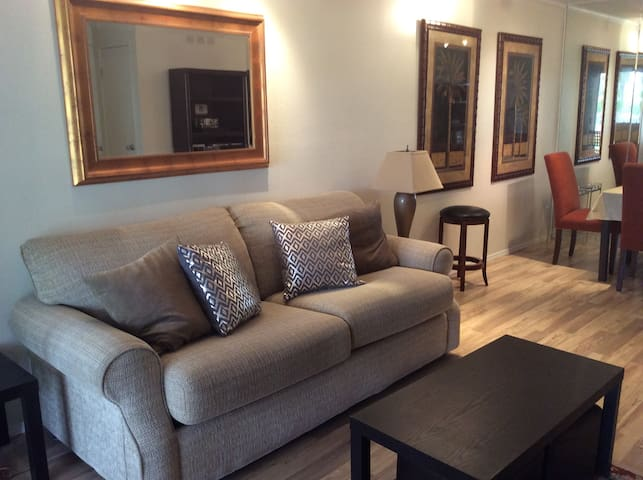 Quiet Charming, Palm Springs condo. PS  ID # 3455