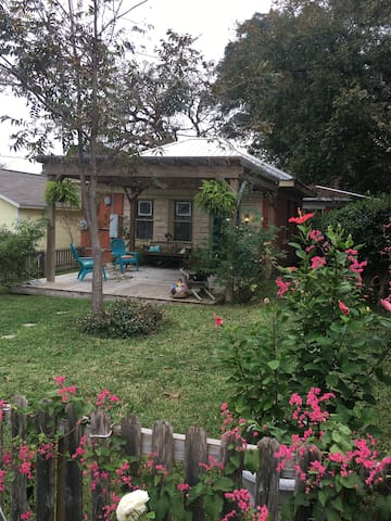 Carriage House in Historic Downtown Round Rock