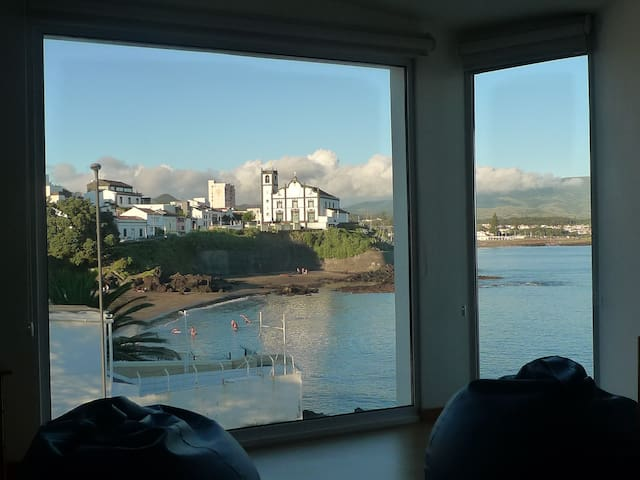Beach view house! - Ponta Delgada - Huis