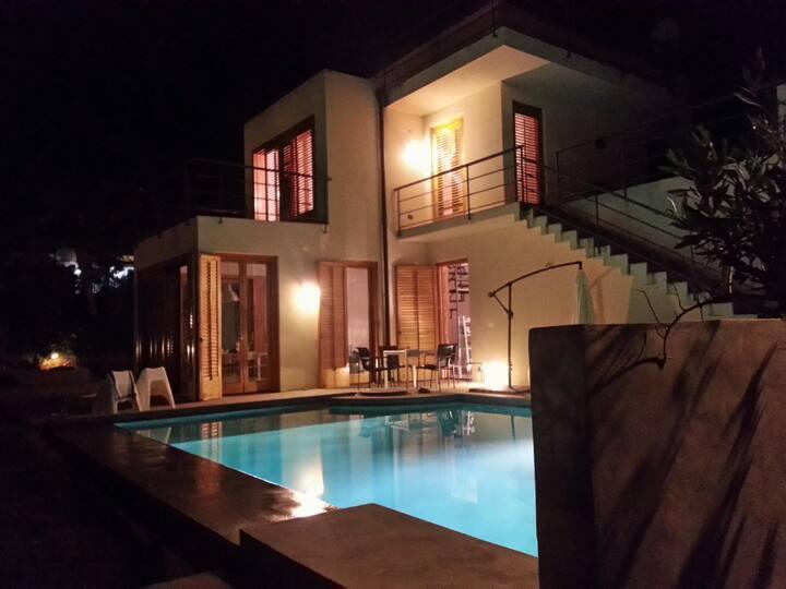 Villa with pool/garden near the sea