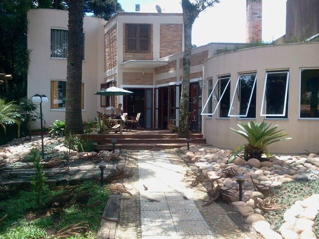 AN UNIQUE LUDIC HOME IN CURITIBA - Almirante Tamandaré - Ev