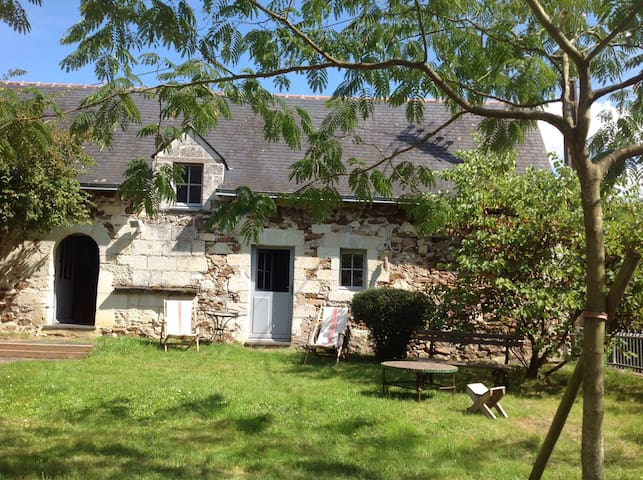 Chambres dans bâtisse ancienne. - Saint-Rémy-la-Varenne - Casa