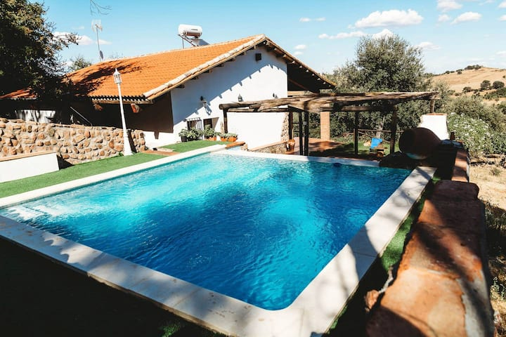 Villa with 3 bedrooms in Monesterio, with wonderful mountain view, private pool, enclosed garden