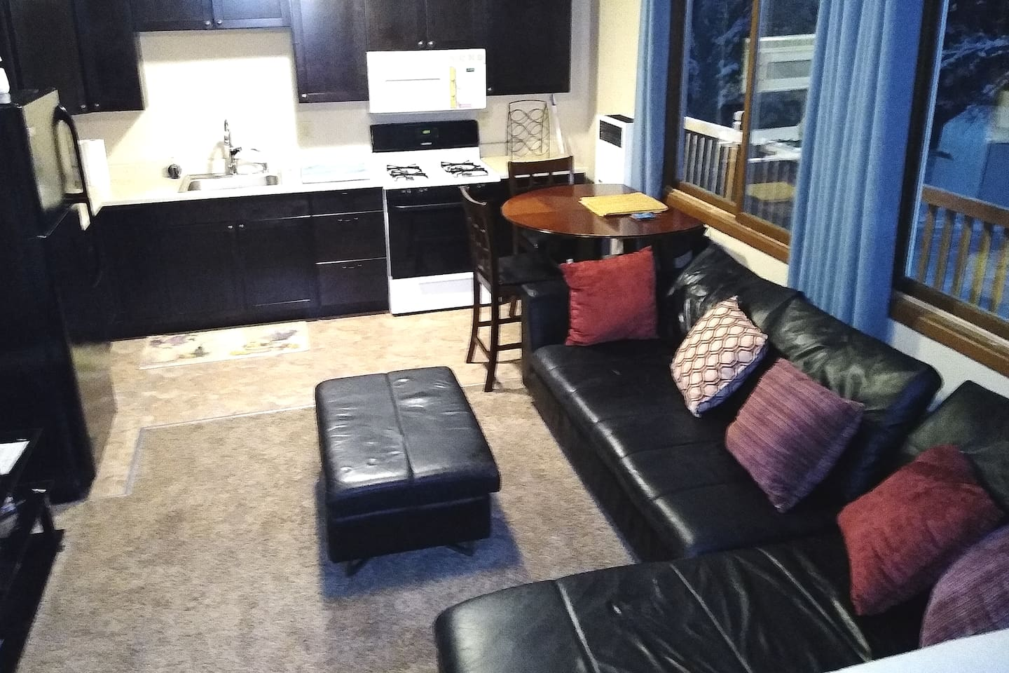 """Nice leather couch, 65"""" TV, full kitchen and a warm and inviting place to stay and cook. Wifi, electronics, movies online and high fidelity surround sound system help make this the perfect home away from home."""