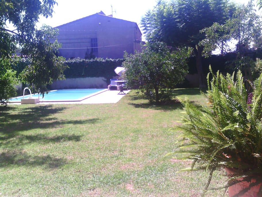 Chalet con piscina a 10min centro casas en alquiler en for Camping con piscina climatizada en comunidad valenciana