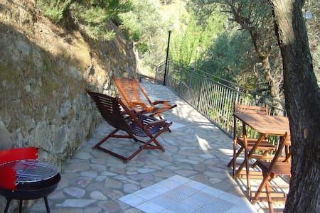 In Villa appartam. 2 posti letto - Reitano