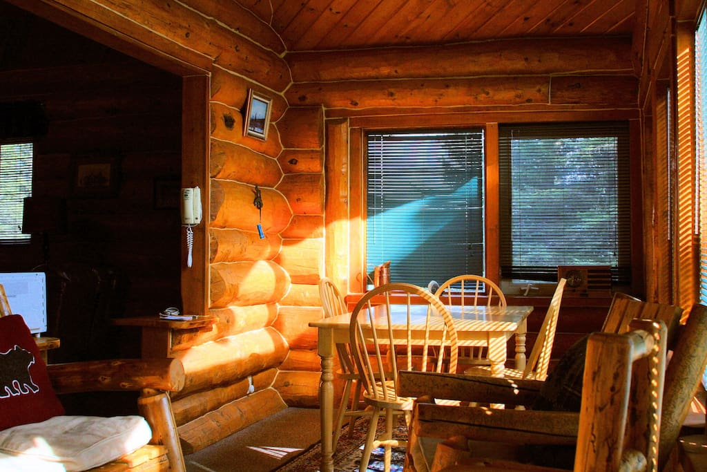 Sun room dinning area.