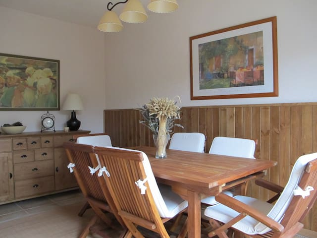 Charming family home with garden in Segovia, near - Hontanares de Eresma - Rumah