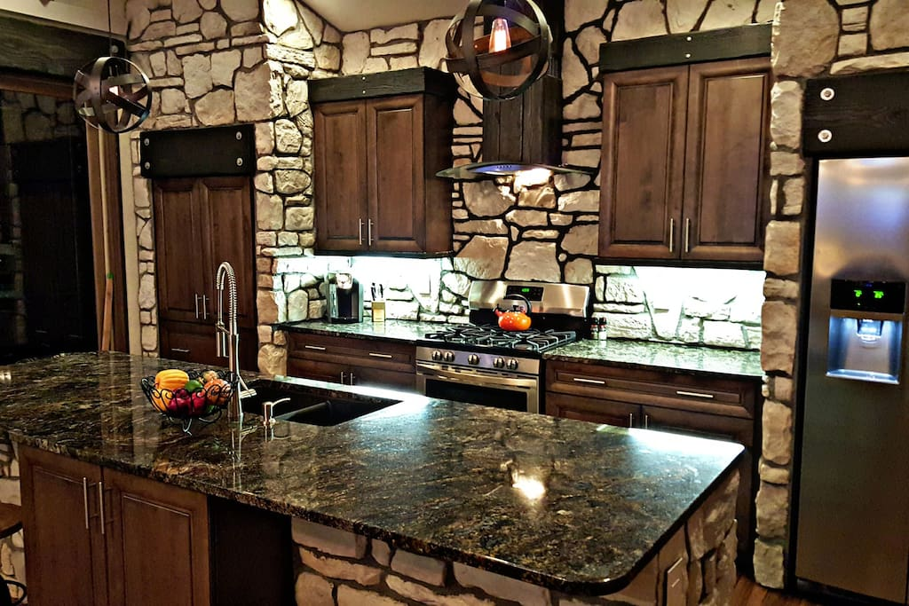 Beautiful Kitchen with great ammenities