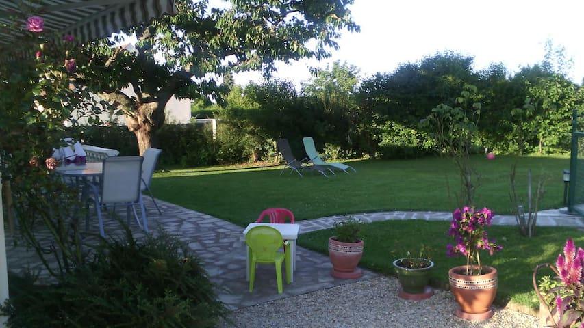 Petite Chambre à la Campagne - Villeblevin - Hus