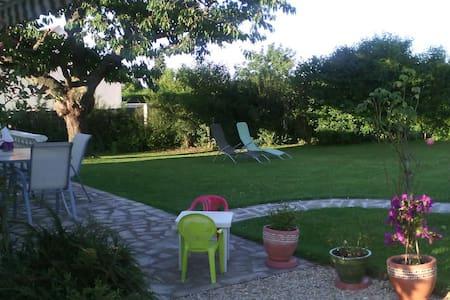 Petite Chambre à la Campagne - Villeblevin - Casa