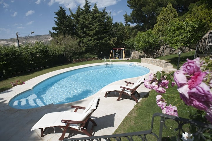 Delightful, charming house with pool and all the facilities you need
