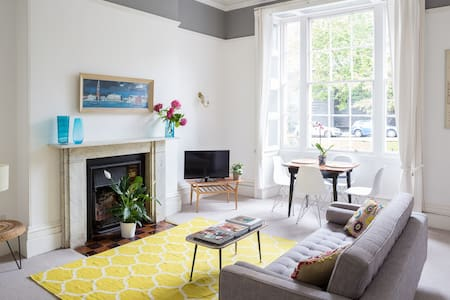 Stylish flat In Clifton Village - Bristol