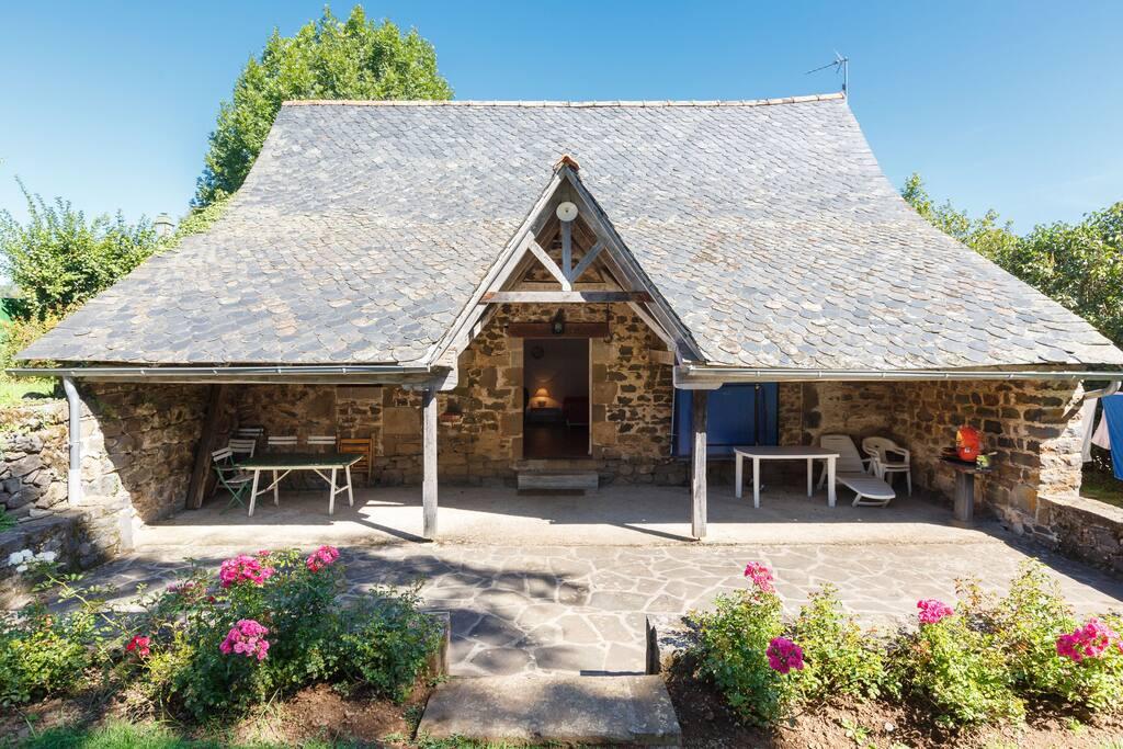 little cottage of castle la vigne houses for rent in ally auvergne france. Black Bedroom Furniture Sets. Home Design Ideas