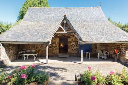 Little Cottage of Castle La Vigne - Ally