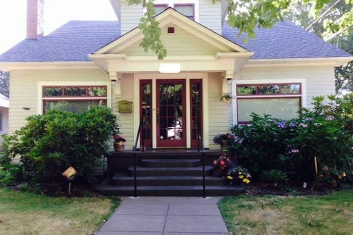 1935 Craftsman Bungalow in beautiful neighborhood