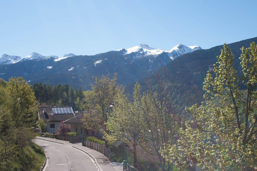 Vista dalla terrazza sulla Catena Montuosa del Lagorai