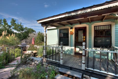 Romantic Tiny Texas House-Private hot tub