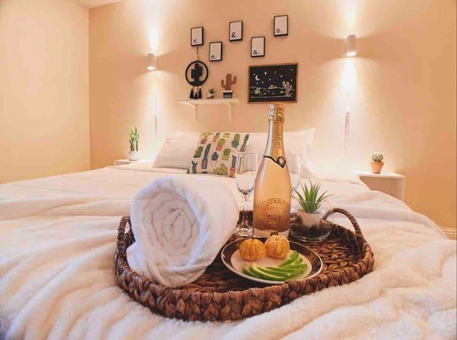 Lux Desert Paradise Getaway!!! Double King Suite!
