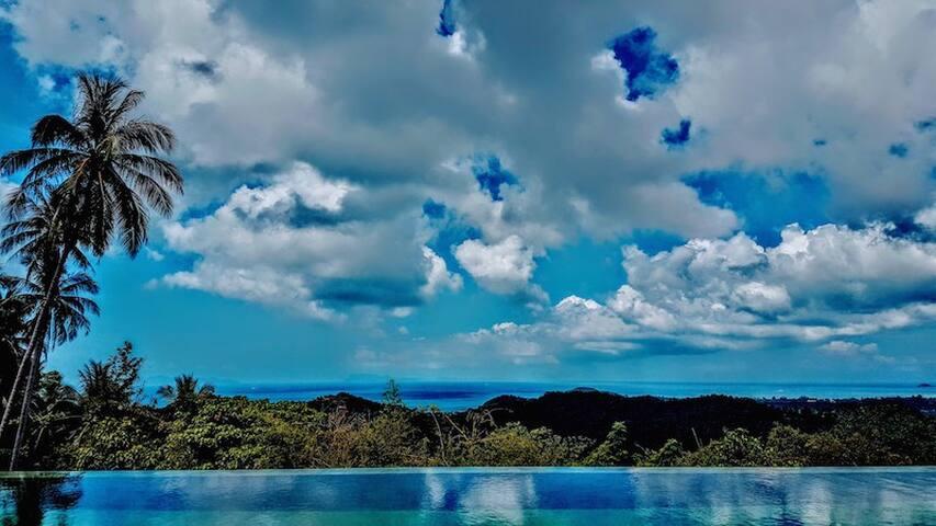 180° Panoramic Seaview from Infinity Pool