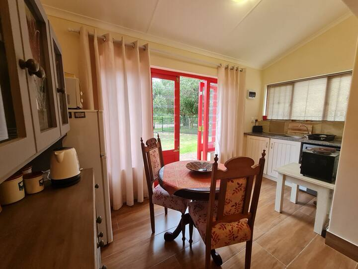 Little Red Door Cottage 750m from beach