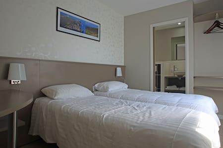 """La chambre """"Cap Fréhel"""" - La Bouillie - 住宿加早餐"""
