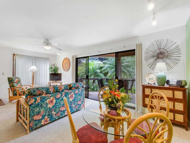 Kona Oceanfront Resort! Lanai w/Wet Bar, Full Kitchen, WiFi, Washer/Dryer Kanaloa 401