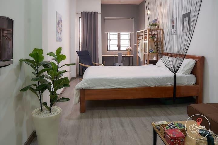 #E401-Cozy Apartment with Balcony near Bui Vien D1