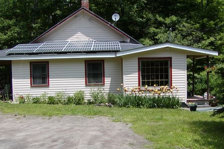 Cozy renovated One Room Schoolhouse. - Livingston Manor - Rumah