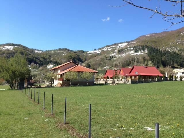 Big House (100sqm) with Garden (plus 500 sqm) - Kolasin - Casa