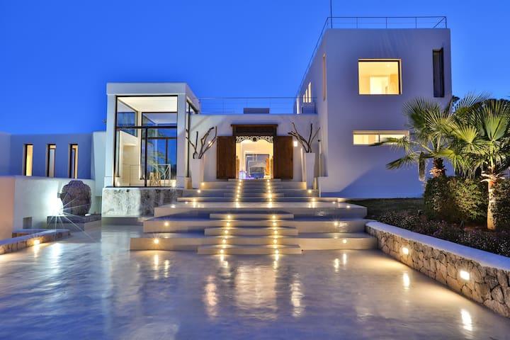 Ultra luxury 6 BDR Villa near Blue Marlin