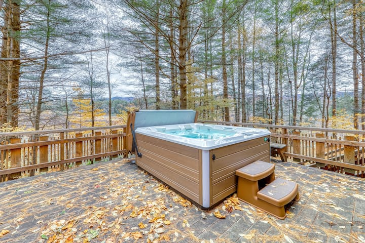 Secluded cabin-style home w/ private hot tub & huge deck - 5 miles to Killington