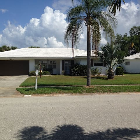 Spacious Home near Siesta Key Beach with Pool.