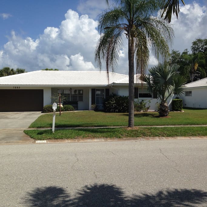 Pictures Of Beach Houses In Florida: Spacious Home Near Siesta Key Beach With Pool.