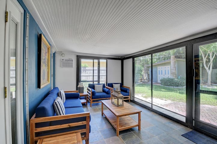 Spacious air conditioned screened in porch